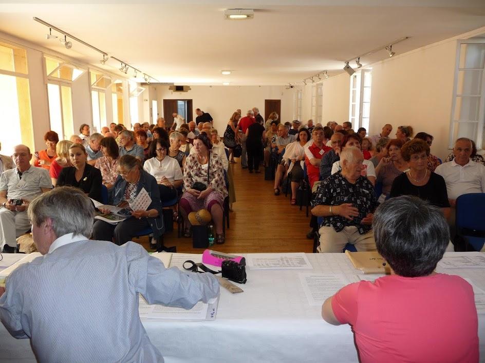 Plus de la moitié des membres actifs sont venus des quatres coins de France, mais aussi de Suisse, de Belgique, d'Espagne et même du Canada pour fêter les noces de porcelaine avec Lampe Berger